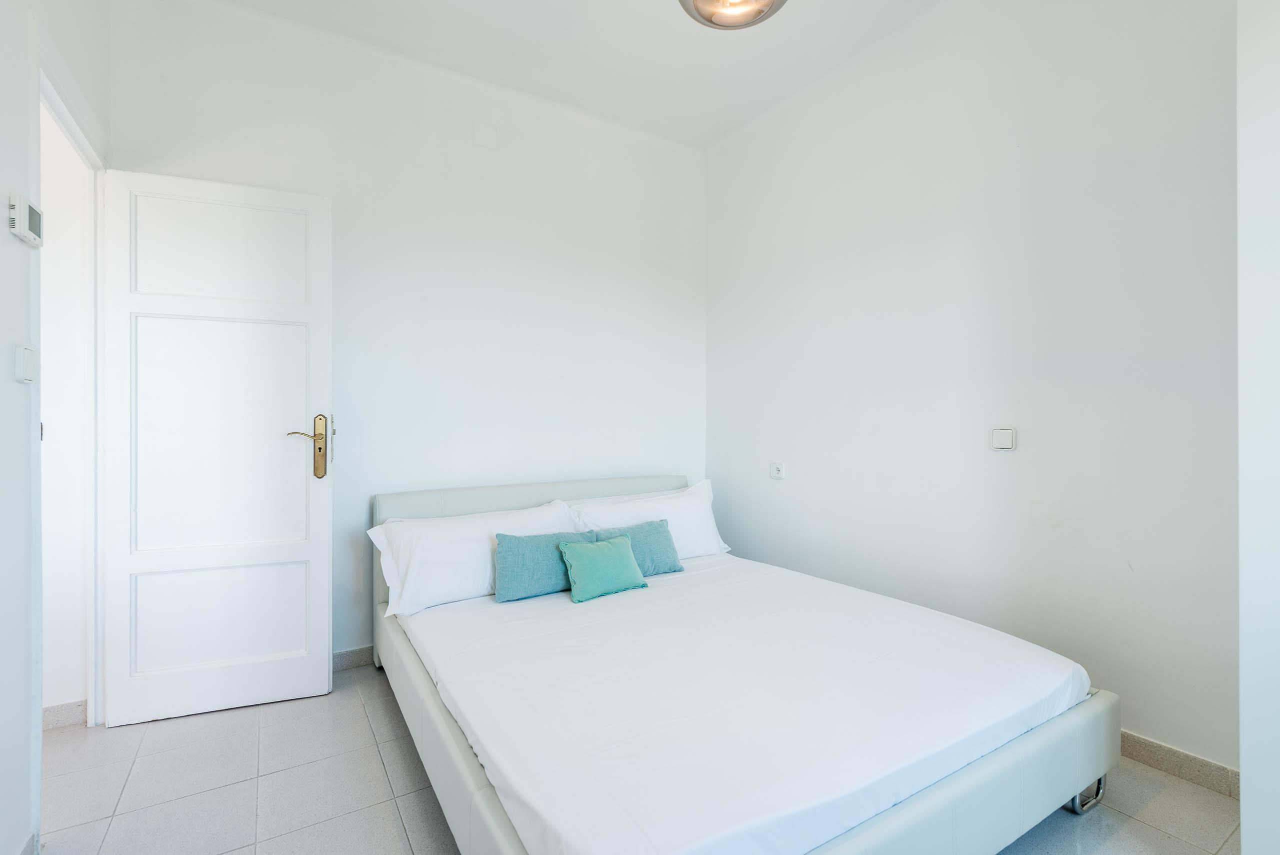 09.bedroom2A