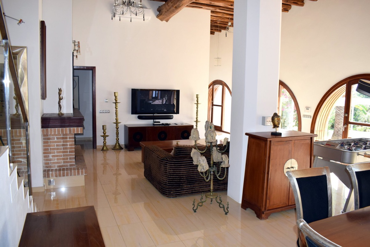 villa6106bedroomspuigdenvalls23